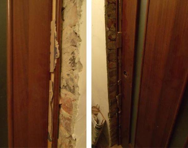 Картон в зазоре между дверью и коробкой во время запенивания