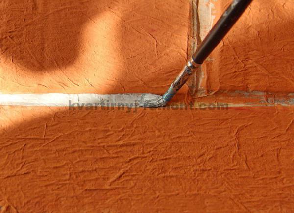Фото: Красим швы кирпичной стены