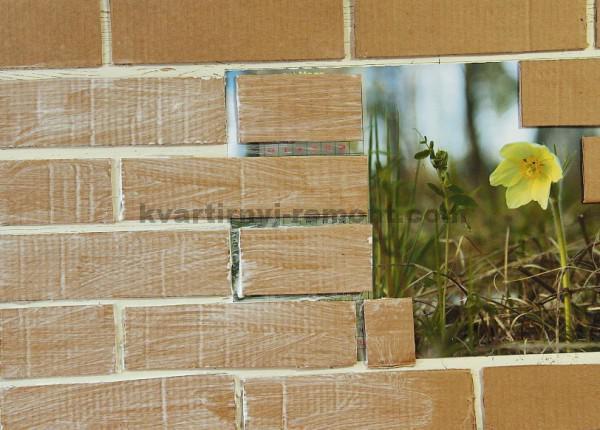 Фото: Промазываем клеем стену
