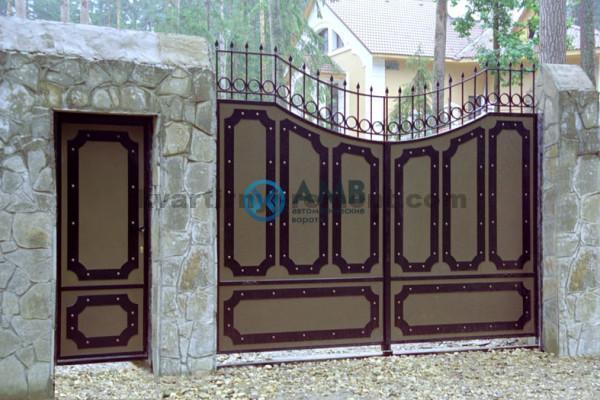 Фото ворот с аппликацией