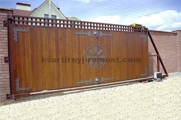 Фото откатных ворот с вагонкой