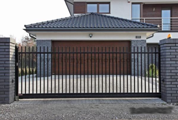 Фото откатных ворот в виде решетки