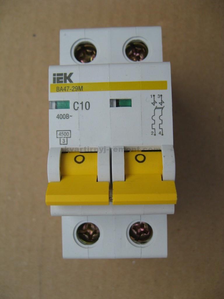 Фото 2. Рекомендуется автоматический предохранитель данного вида устанавливать на каждый провод.