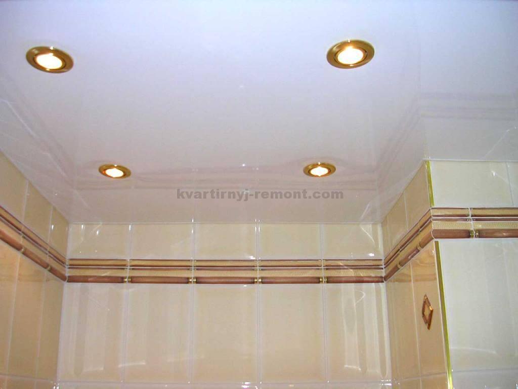 Натяжной потолок в ванной — плюсы и минусы
