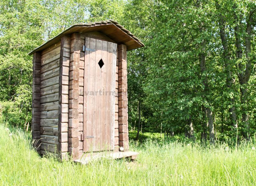 derevyannyy-tualet-svoimi-rukami