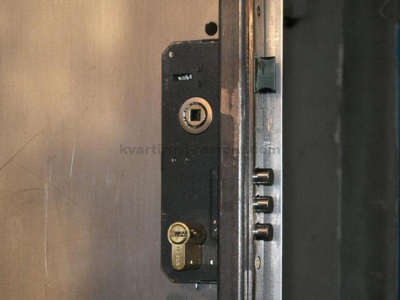 ustanovka-zamka-v-dver