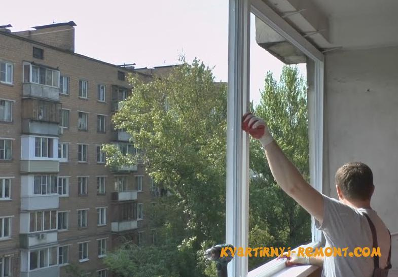 ustanovka-okon-na-balkone