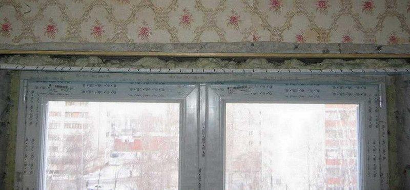 prikleivaniye-penoy-verkhney-paneli