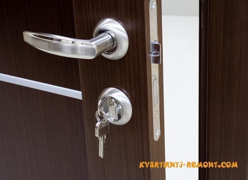 vrezat-zamok-v-mezhkomnatnuyu-dver