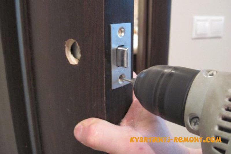 zamok-zashchelka-v-dveri