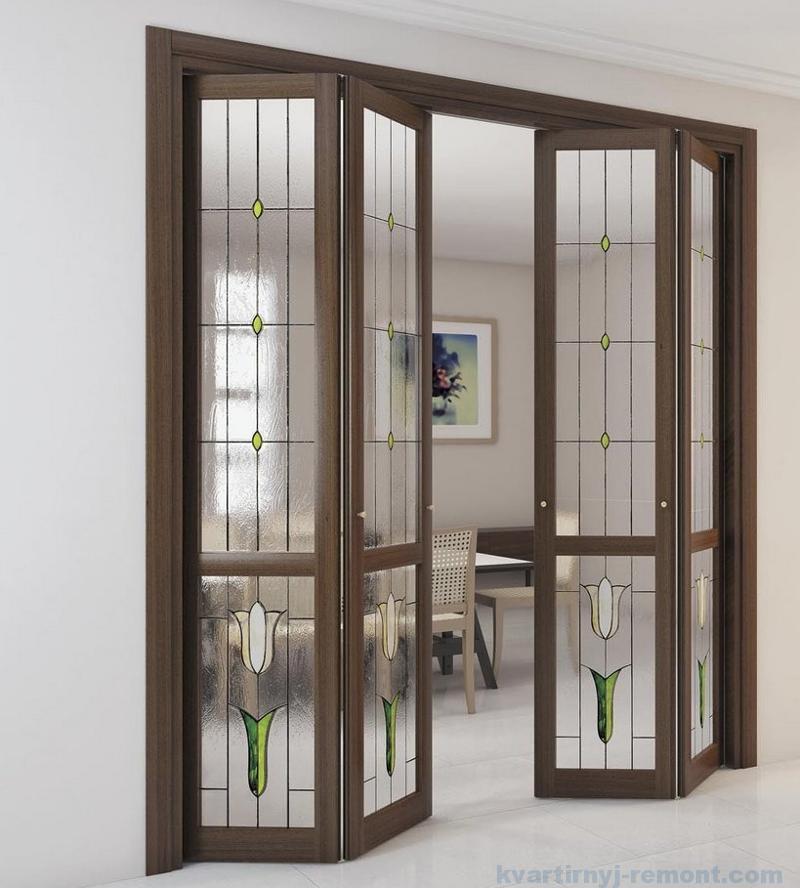 Дверь-гармошка с витражами