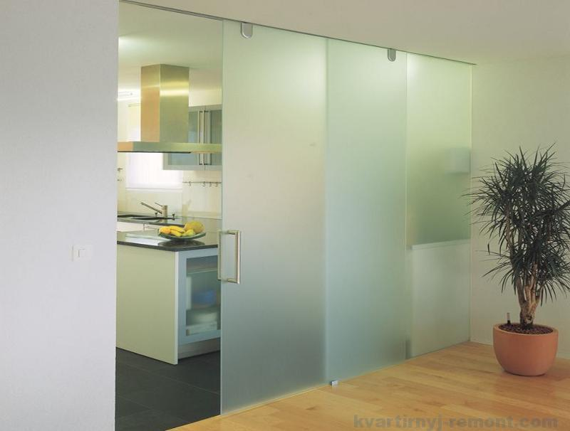 Двухстворчатая стеклянная дверь