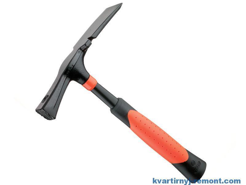 Молоток-кирочка каменщика с насечкой PICARD Blacкriant оранжево-черный