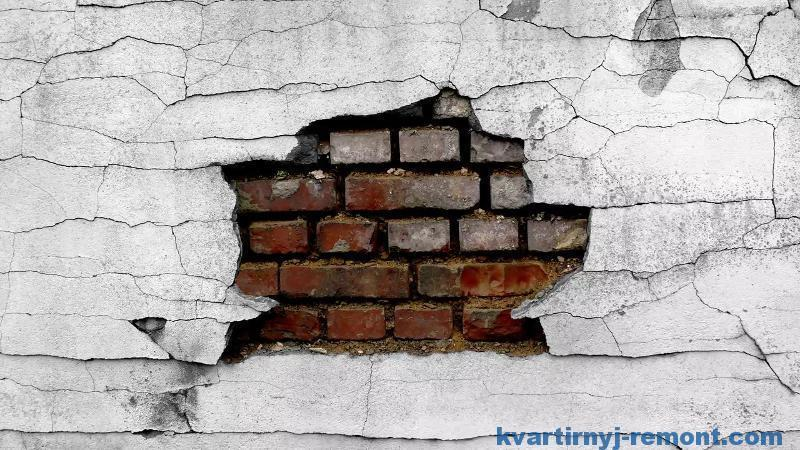 Как и чем заделать дыру в стене?