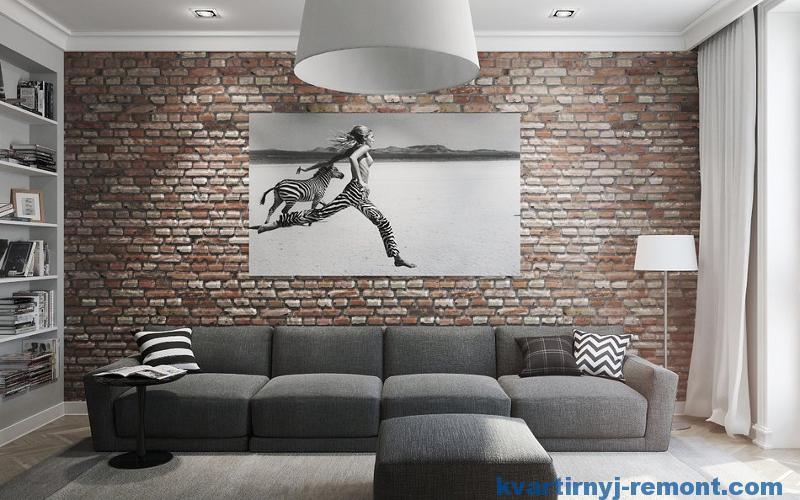 Черно-белая картина на кирпичной стене