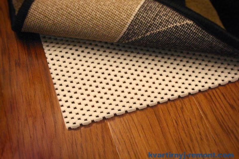 Подложка от BerberMax отлично укладывается как на бетонное, так и на деревянное основание