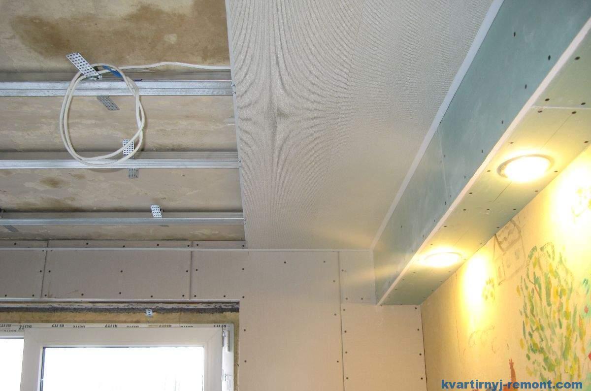 Отделка потолка пластиковыми панелями своими руками видео фото 886