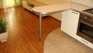 Как закрыть стык между плиткой и ламинатом?