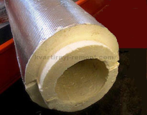 На фото – Использование пенополиуретановой защиты для теплозащиты пластиковых или металлических труб.