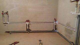 Как сделать разводку труб в ванной и туалете?