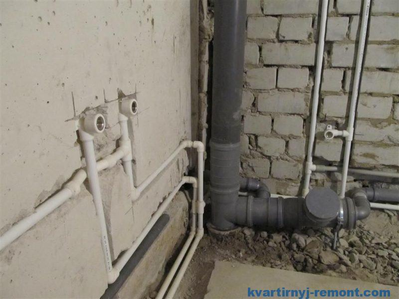 Разводка труб в ванной и туалете своими руками закончена