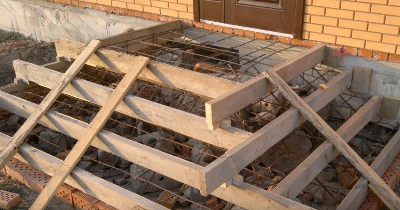 Собираем опалубку под крыльцо из бетона
