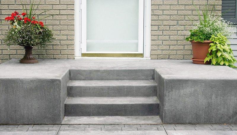 Интересный вариант бетонного крыльца