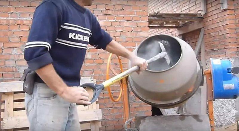 Как правильно замешать раствор в бетономешалке
