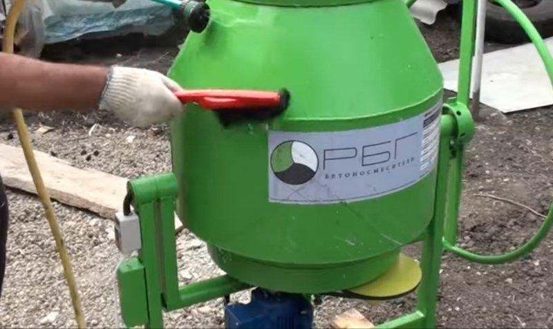 Мыть бетономешалку снаружи
