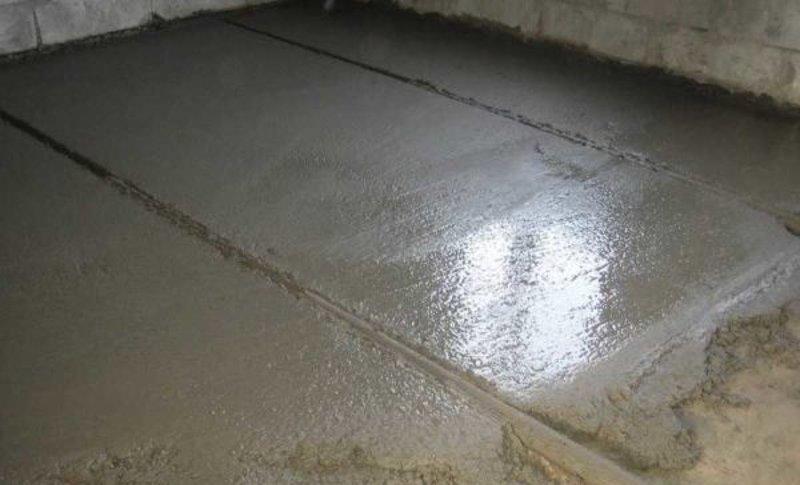 Установка маяков при заливке пола в гараже бетоном