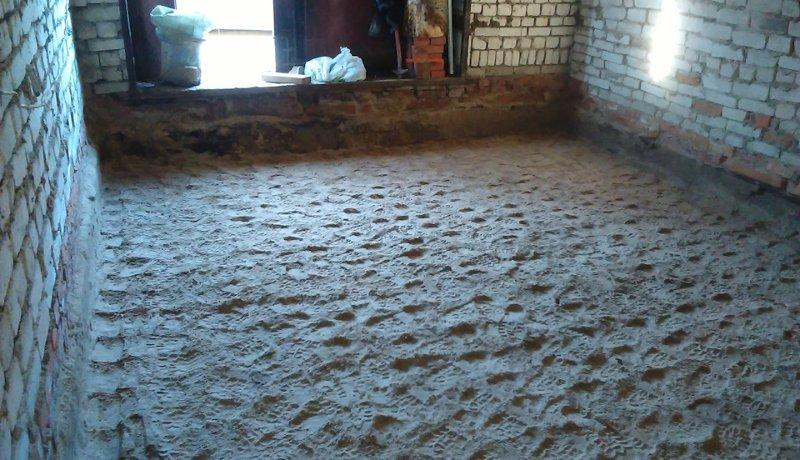 Утрамбовывается влажный песок