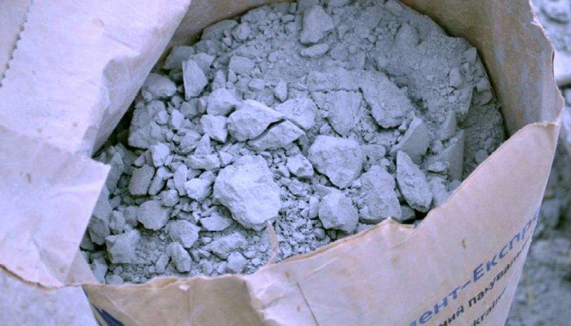 Комки в некачественном цементе