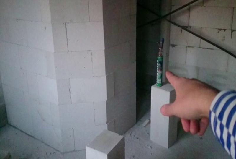 Перегородка с пеной-цементом «Макрофлекс»