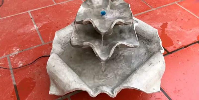 Фонтан из бетона и пластиковых бутылок