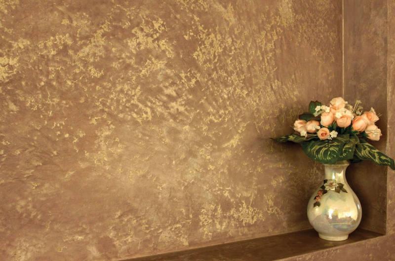 Бетонная отделка стен с позолотой