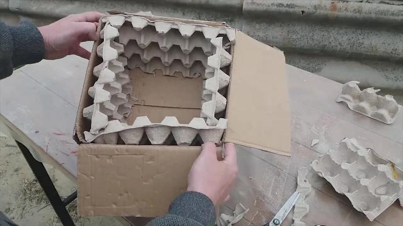 Форма для вазона из картона и лотков для яиц