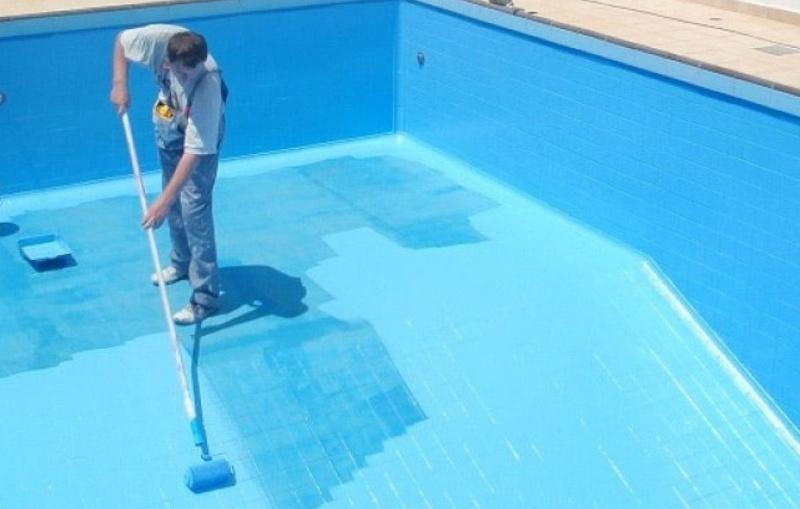 Резиновая краска в басейне