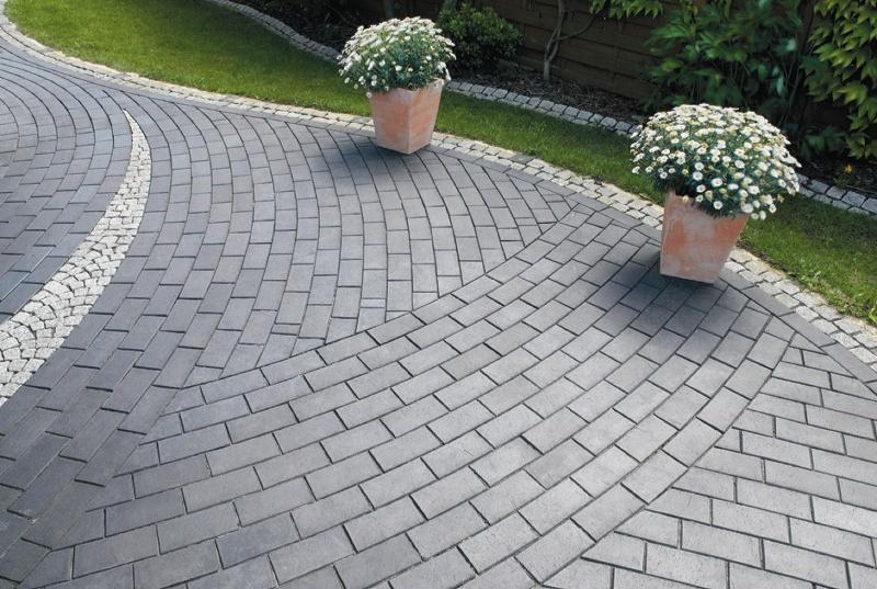 В каких случаях тротуарная плитка укладывается по бетону