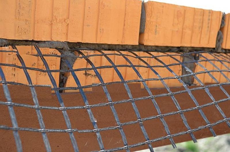 Связь облицовочного кирпича с несущей стеной через базальтовые сетки