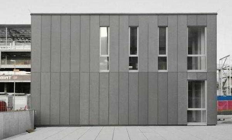 Вертикальный монтаж фиброцементных панелей на фасаде