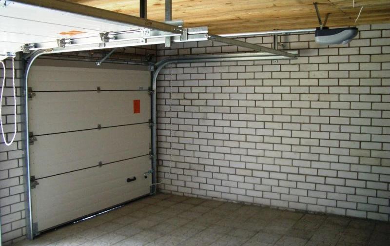 Секционные ворота изнутри гаража